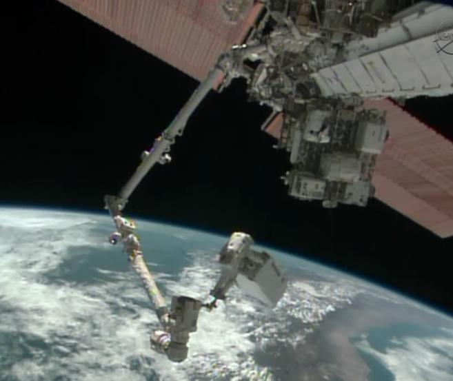 El astronauta Mike Hopkins, durante el paseo espacial.