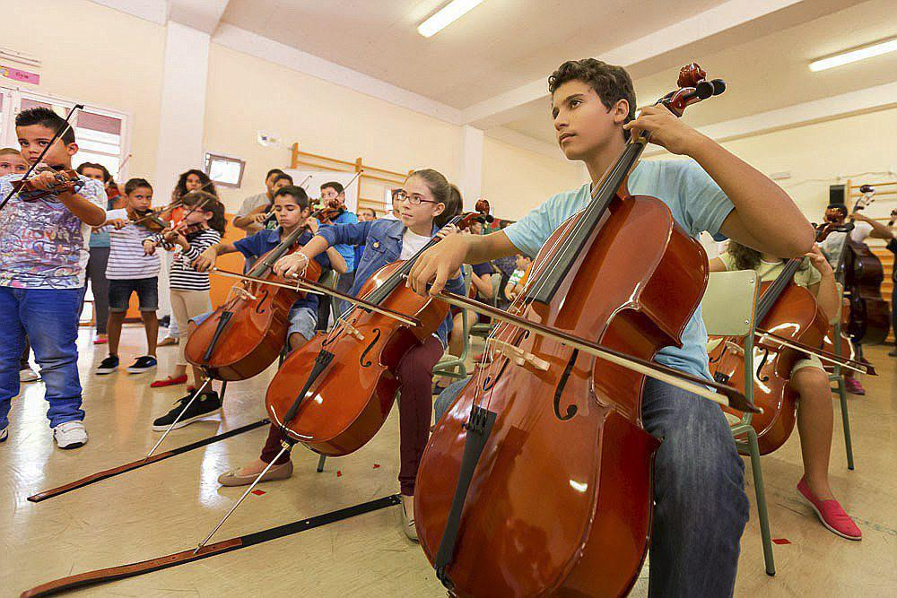 Varios alumnos del proyecto Barrios Orquestados, nacido en Las Palmas,...