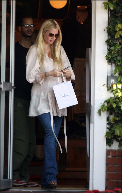 La actriz Gwyneth Paltrow, de compras.