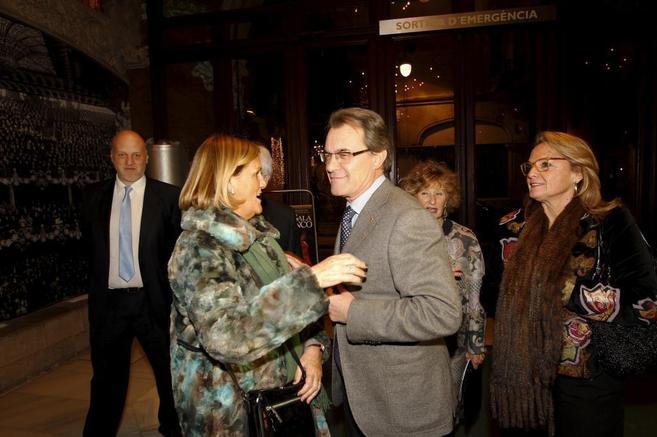 El presidente de la Generalitat, Artur Mas, entre 'estelades' en el...