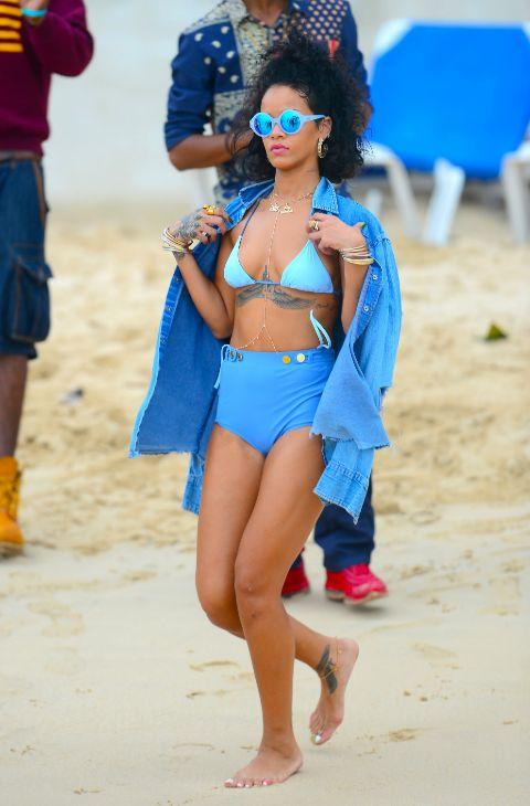 Rihanna también ha hecho las maletas en busca de un clima perfecto...