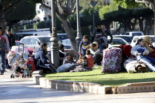 Concentración de inmigrantes sirios en la Plaza de España de...