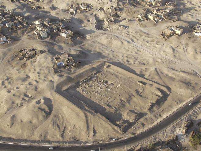 Vista aérea de las axcavaciones en el templo de Tutmosis III.
