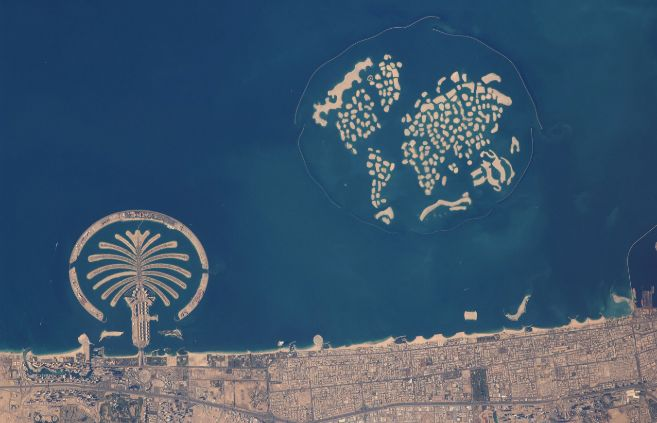 El conjunto de The Palm Jumeirah y las islas de The World, donde se...