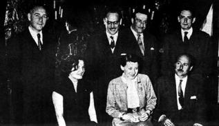 Imagen de 1953 con varios de los premiados del Nadal.
