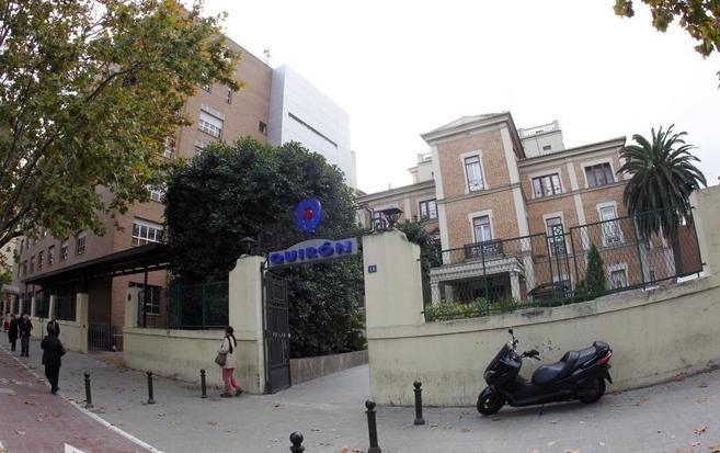 Acceso principal de la Clínica Quirón en Valencia, uno de los...