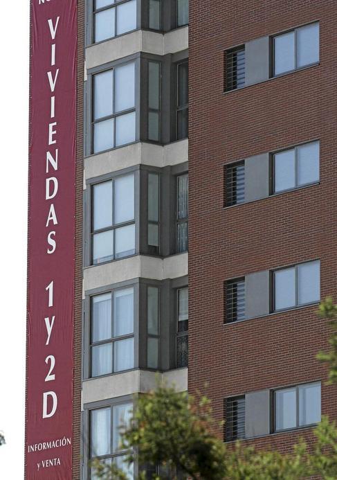 Imagen de archivo de un bloque de pisos a estrenar.