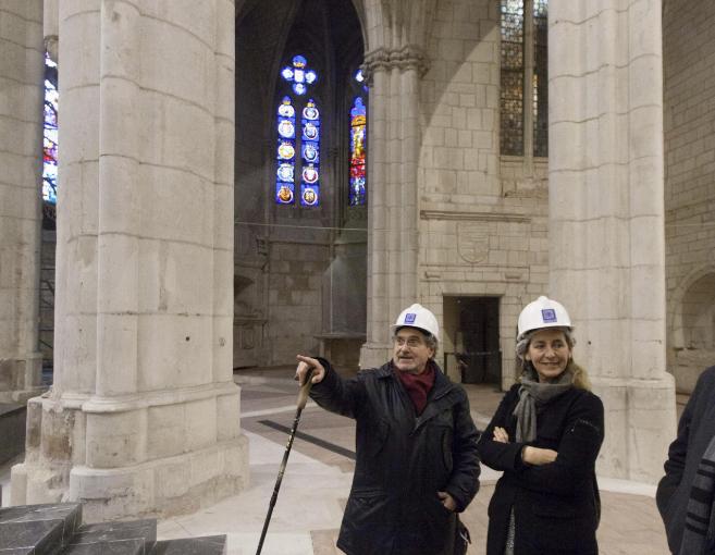 La consejera Ana Oregi en su visita a la Catedral.