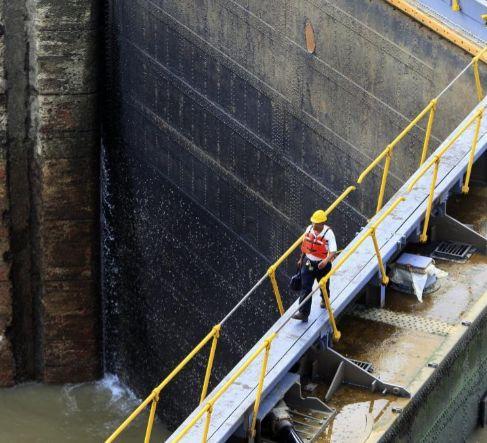 Vista de la esclusa de Miraflores