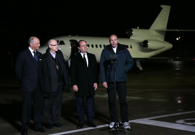 Hollande en el recibimiento de este miércoles en Nanterre del...
