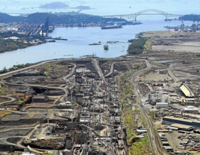 Imagen aérea de la construcción de la esclusa del Canal de Panamá...