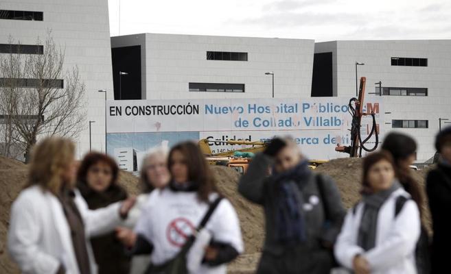Protesta ante el hospital cerrado de Collado Villalba.