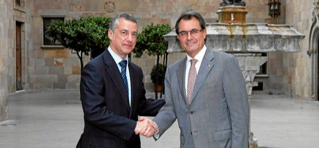 Urkullu y Mas, en un encuentro en Cataluña en 2012.