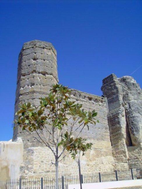 Restos de la muralla almohade de Marchena.
