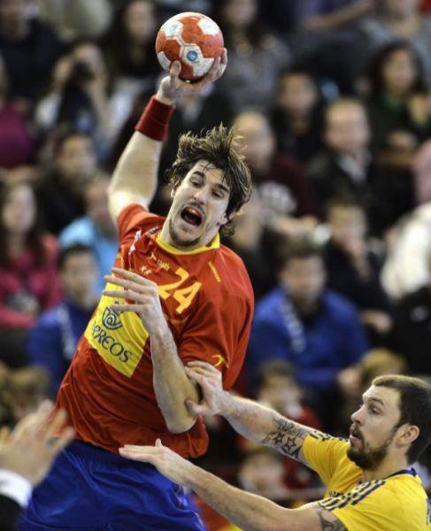 Morros se eleva en un lanzamiento durante el partido ante Suecia.