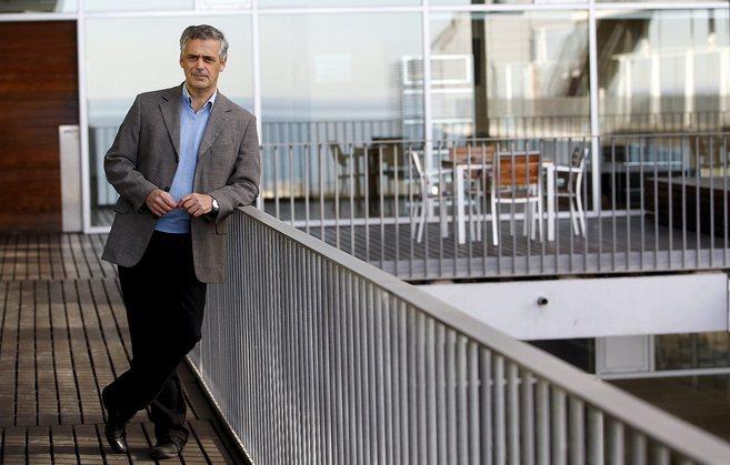 Luis Serrano, director del CRG, posa en sus instalaciones del PRBB, en...