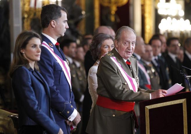 El Rey, durante la lectura de su discurso, en el Palacio Real.
