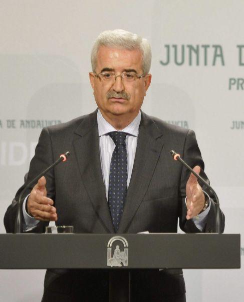 El consejero Manuel Jiménez Barrios, en rueda de prensa.