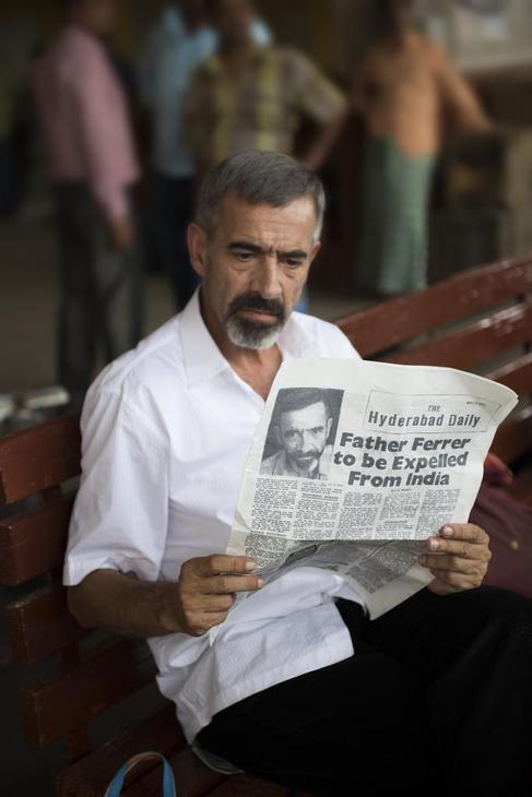 Imanol Arias, caracterizado como Vicente Ferrer.