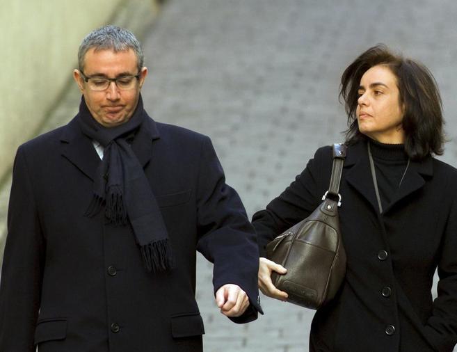 El ex socio de Urdangarin, Diego Torres, y su esposa, Ana María...