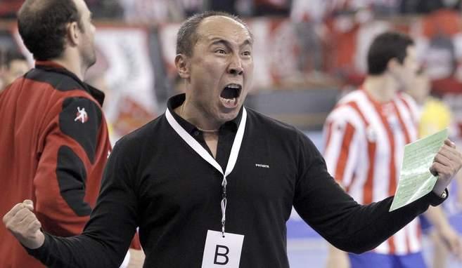 Talant Dujshebaev, durante un partido con el Balonmano Atlético de...