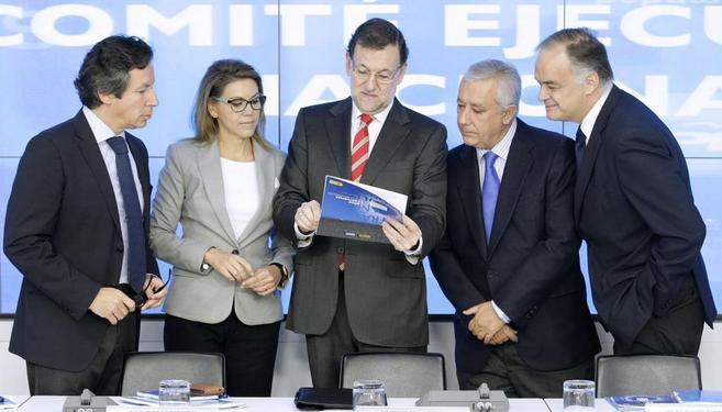 Fotografía facilitada por el PP de Rajoy con los coordinadores de la...