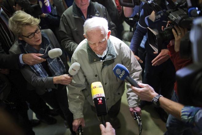 Siert Bruins, de 92 años, ex miembro de las SS, abandona los...
