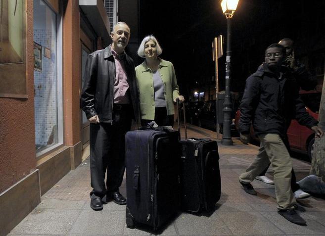 Pareja de estadounidenses que fueron engañados por un taxi en Barajas