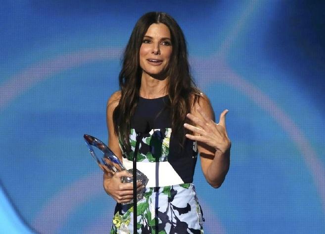 Sandra Bullock recoge el premio a la mejor actriz.