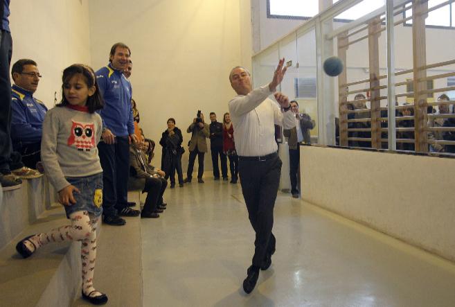 El presidente de la Generalitat, practicando 'pilota...
