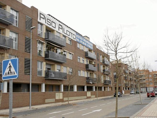 Varios pisos de nueva construcción en la urbanización de Valdeluz,...