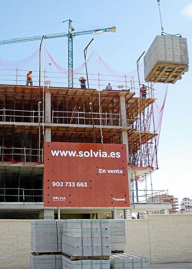 Edificio en construcción de la inmobiliaria Solvia, del Banco...