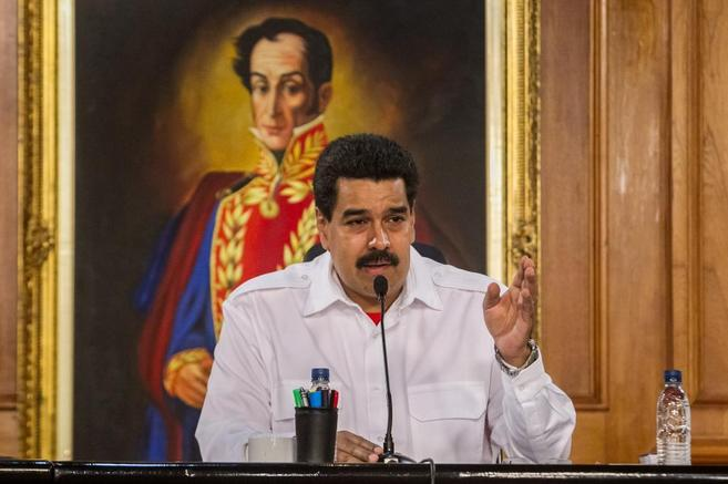El presidente de Venezuela, ante un cuadro de Simón Bolívar.