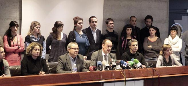 El abogado y senador Iñaki Goioaga (tercero por la izquierda),...