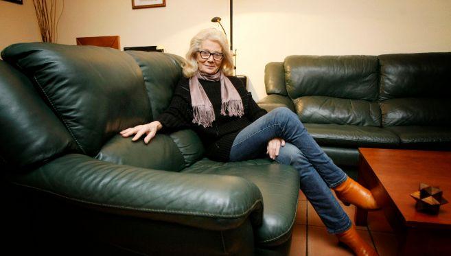 Carmen Harto, en el salón de su domicilio alicantino.