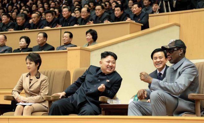 Kim Jong-un y Dennis Rodman, en actitud cómplice.