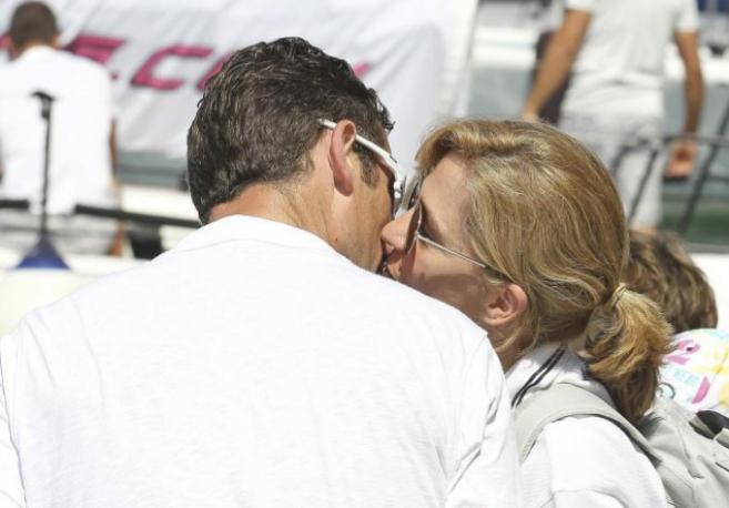 El beso de los duques de Palma en la 30 edición de la Copa del Rey de...