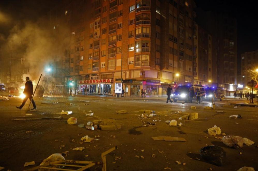 Los ciudadanos de Burgos contrarios a la reforma han acudido al lugar...