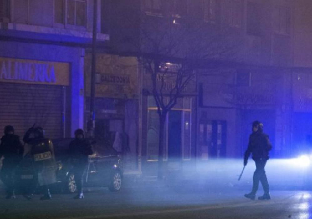 La policial de antidisturbios, que acordonó también los aledaños de...