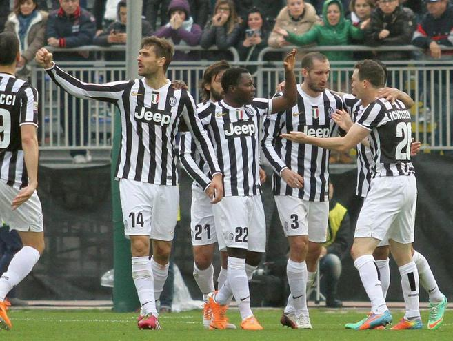 Los jugadores de la Juventus celebran uno de los goles en Cagliari.