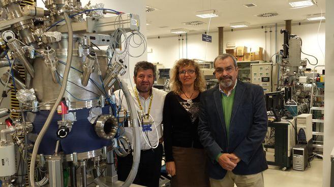 De izquierda a derecha, José Ángel Martín Gago, Christine Joblin y...