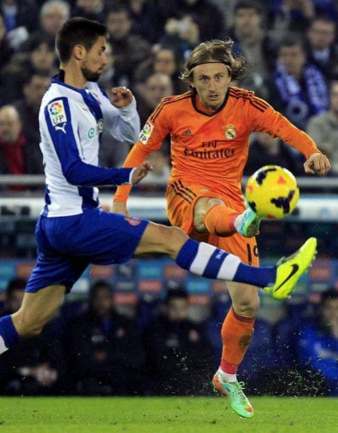 Luka Modric, en acción ante el Espanyol.