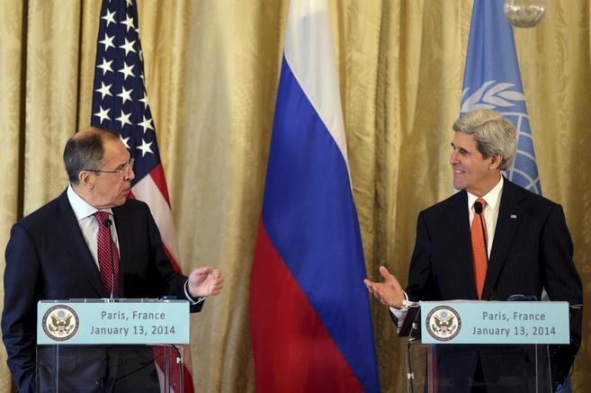 Serguei Lavrov (izda.) y John Kerry, durante una rueda de prensa en...