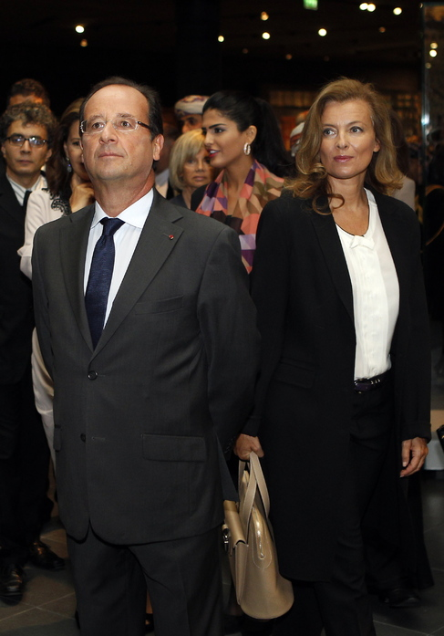 Imagen de François Hollande, junto a Valérie Trierweiler