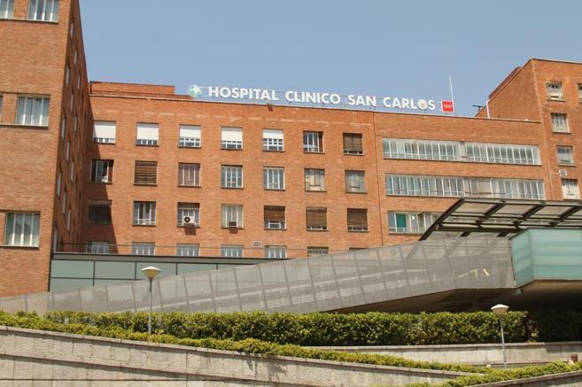 Fachada del Hospital Clínico San Carlos.