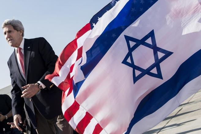 El secretario de Estado de EEUU, John Kerry, a su llegada al...