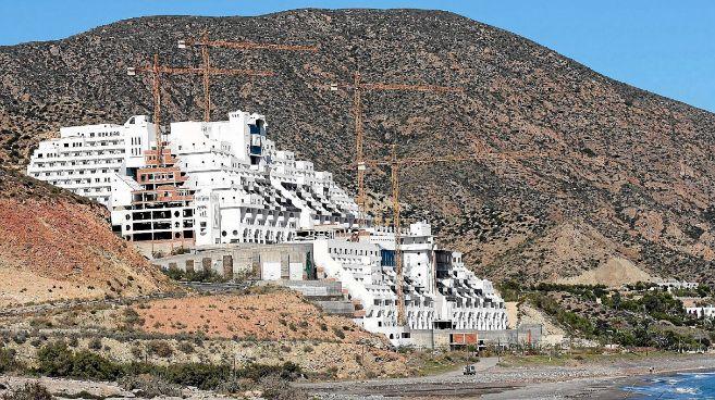 El hotel, durante las obras de construcción.