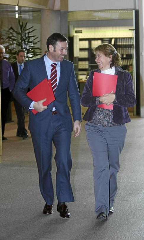 Tomás Gómez y Maru Menéndez, en la Asamblea de Madrid