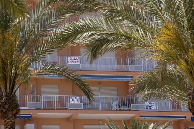 Carteles en apartamentos de alquiler vacacional en Cullera