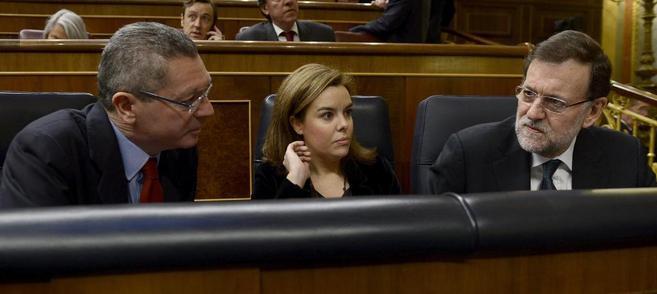 El presidente del Gobierno, Mariano Rajoy, la vicepresidenta, Soraya...